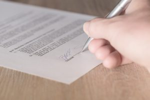 Fraudulent movers commonly offer incomplete or blank contracts